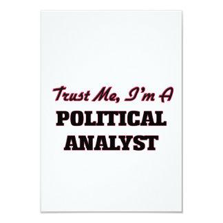 Confíe en que yo es un analista político invitación 8,9 x 12,7 cm