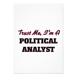 Confíe en que yo es un analista político invitación