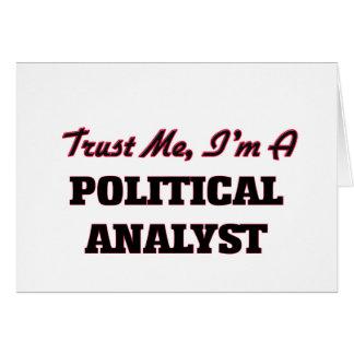 Confíe en que yo es un analista político tarjeta de felicitación