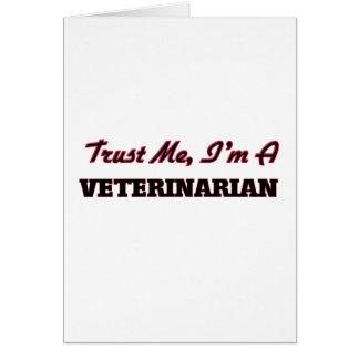 Confíe en que yo es veterinario tarjeta de felicitación