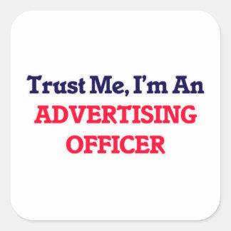 Confíeme en, yo son un oficial de la publicidad pegatina cuadrada