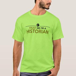 Confíeme en, yo son una camiseta del HISTORIADOR