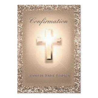 Confirmación con la cruz que brilla intensamente invitación 12,7 x 17,8 cm