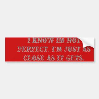 conozco im no perfecto, yo estoy apenas tan cerca  etiqueta de parachoque