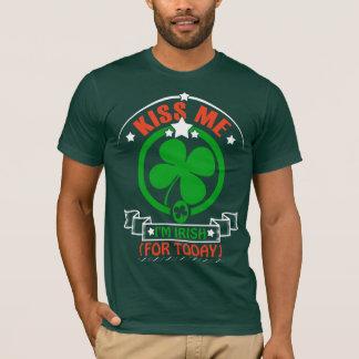 Consiga afortunado en esta camisa