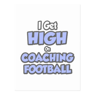 Consigo alto en fútbol que entrena postales