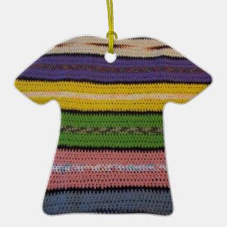 Consolador hecho punto adorno de cerámica en forma de camiseta