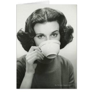 Consumición de la mujer tarjeta de felicitación