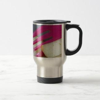 Consumición de un poco de fruta taza de café