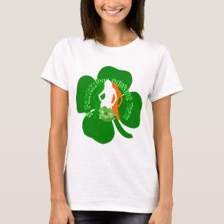 Consumición irlandesa del día del St Patricks de Camiseta