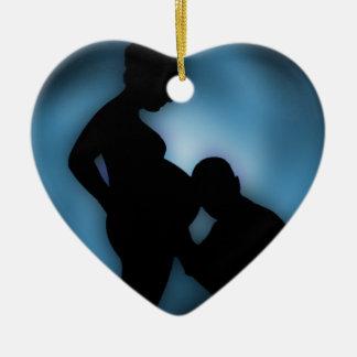 contar con al bebé adorno navideño de cerámica en forma de corazón
