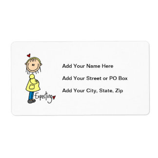 Contar con las camisetas y los regalos del bebé etiquetas de envío
