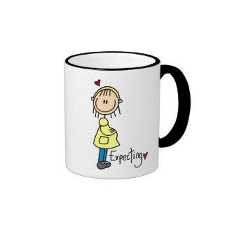 Contar con las camisetas y los regalos del bebé tazas de café