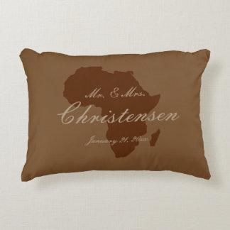 """""""Continente africano en el nombre/la fecha [a] de"""