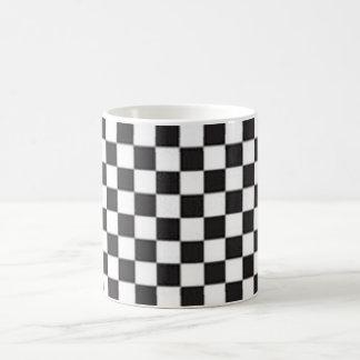 Controles blancos y negros del tablero taza de café