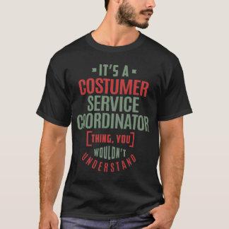 Coordinador del servicio del traje camiseta