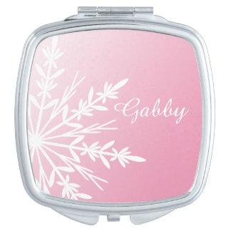 Copo de nieve blanco del invierno en rosa espejos maquillaje
