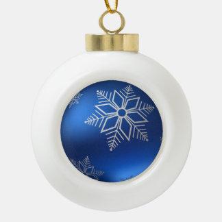 Copo de nieve blanco del navidad festivo en azul adorno de cerámica tipo bola