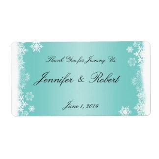 Copos de nieve blancos azules claros que casan la etiquetas de envío