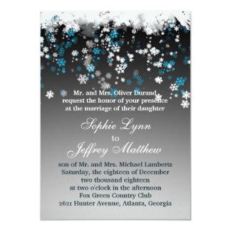 Copos de nieve blancos, azules en la invitación