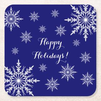Copos de nieve blancos del invierno en azul buenas posavasos cuadrado de papel