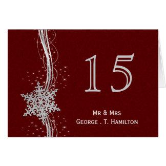 copos de nieve de plata rojos que casan números de felicitación