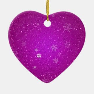 Copos de nieve en chispas púrpuras adorno navideño de cerámica en forma de corazón