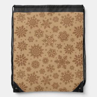 Copos de nieve en modelo de la cartulina mochila