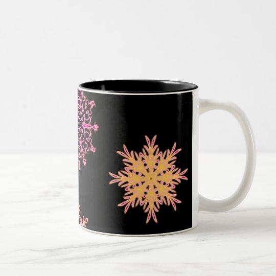 Copos de nieve en negro taza de café de dos colores