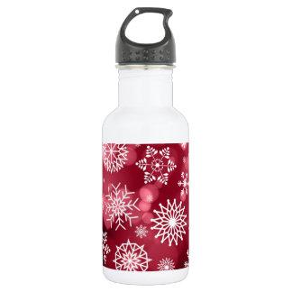 Copos de nieve en una botella de agua del fondo de