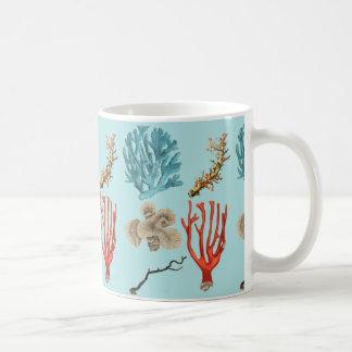 Corales tropicales hermosos para los buceadores taza de café