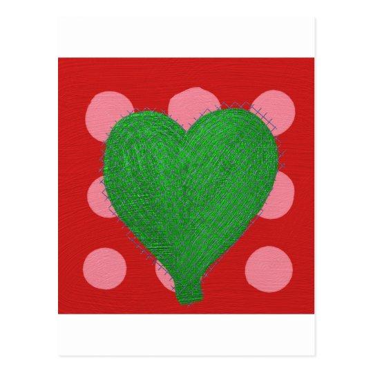 Corazón abstracto verde en lunares rosados y rojos postal