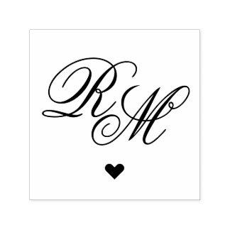 Corazón adornado del monograma sello automático
