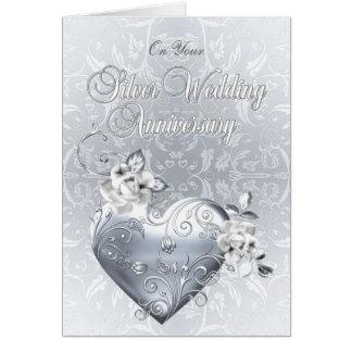Corazón afiligranado de plata y rosas blancos tarjeta de felicitación