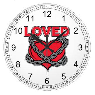 Corazón amado encadenado día de San Valentín Reloj Redondo Grande