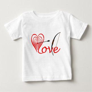 Corazón amor blanco con flecha y arco camiseta de bebé