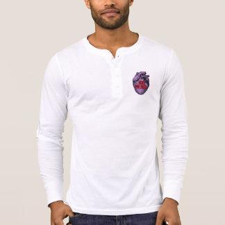 Corazón anatómico Henley del caramelo Camisetas