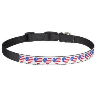 Corazón blanco rojo patriótico de la bandera collar para mascotas