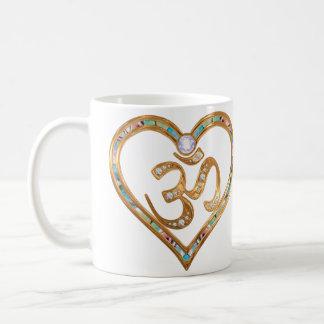 Corazón centrado en OM Taza De Café