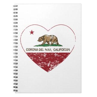 corazón de Corona del Mar de la bandera de Califor Libreta