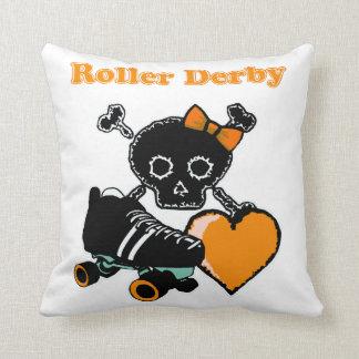 Corazón de Derby del rodillo (naranja) Cojín Decorativo