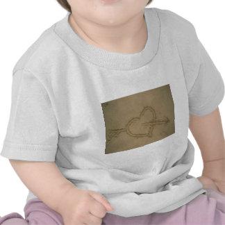 Corazón de la arena camiseta
