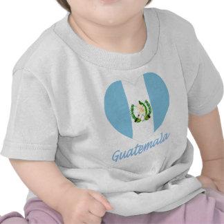 Corazón de la bandera de Guatemala Camisetas