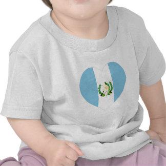Corazón de la bandera de Guatemala Camiseta