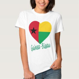 Corazón de la bandera de Guinea-Bissau Camisetas