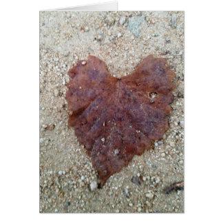 Corazón de la hoja de Brown Tarjeta De Felicitación