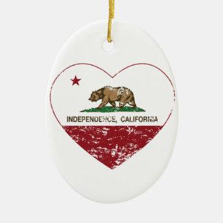 corazón de la independencia de la bandera de Calif Adornos De Navidad