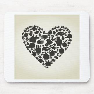 Corazón de la mano alfombrilla de ratón