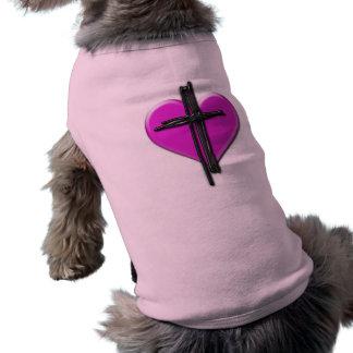 Corazón de la tinta y camisa del perro de la cruz