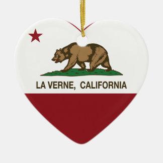 corazón de verne del la de la bandera de Californi Adornos